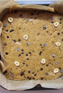 preparazione Biscottone al burro di arachidi e gocce di cioccolato senza uova