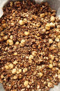 Granola con crema di nocciole fatta in casa preparazione