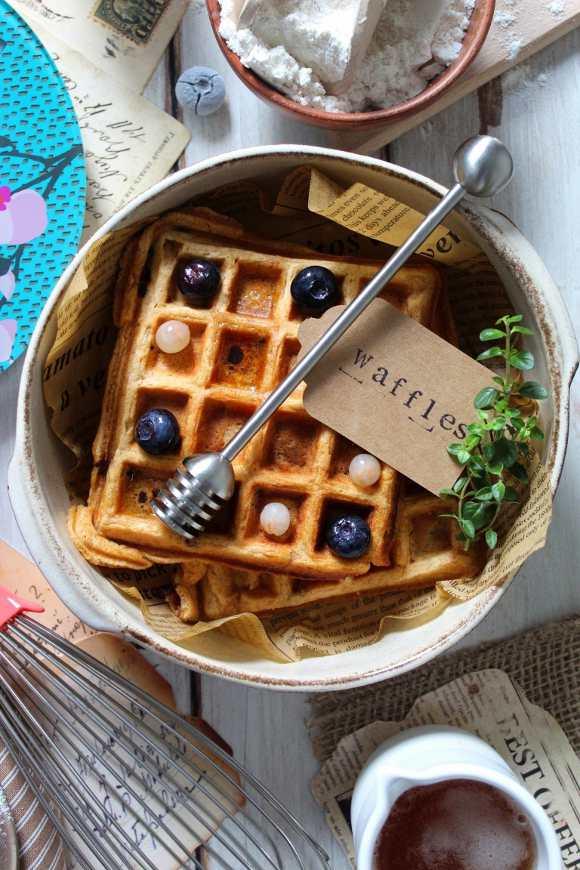 Waffles alle patate dolci con gocce di cioccolato e cannella senza lattosio senza uova
