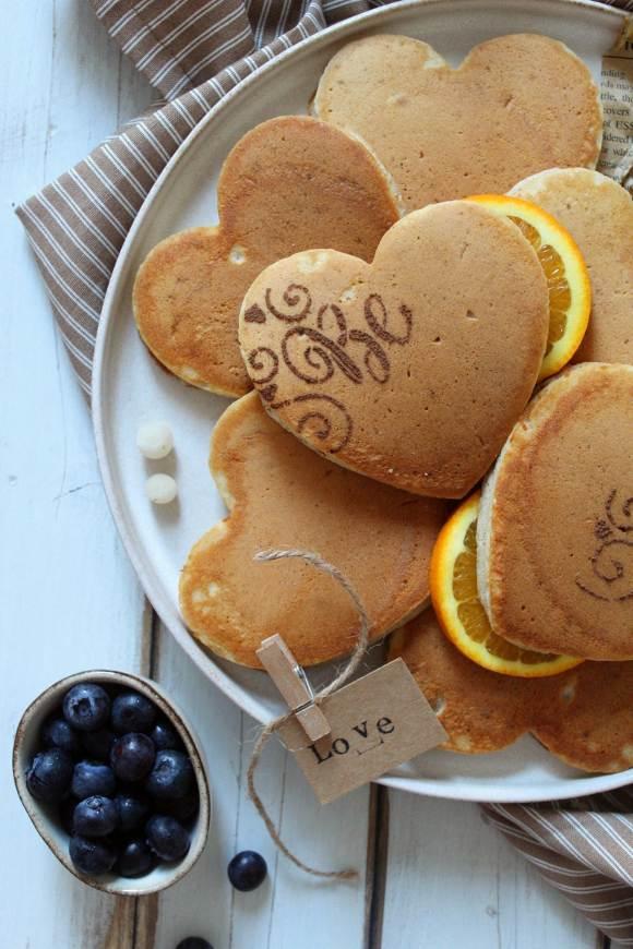 Pancakes cuoricini senza uova senza lattosio senza burro