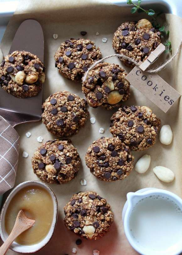 Oatmeal cookies con mandorle e nocciole vegani