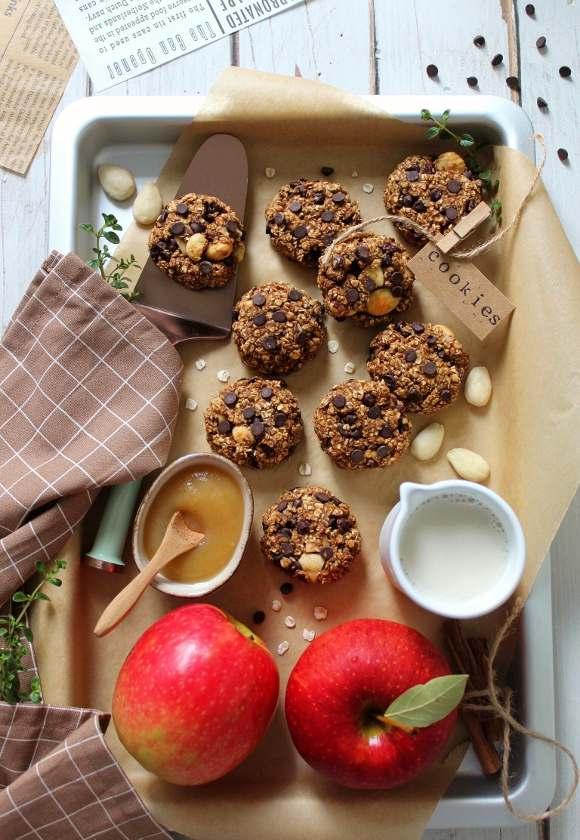 Oatmeal cookies con mandorle e nocciole senza olio senza uova senza latte