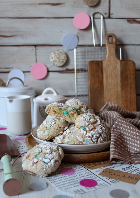 Biscotti Crinkles funfetti con mandorle senza uova