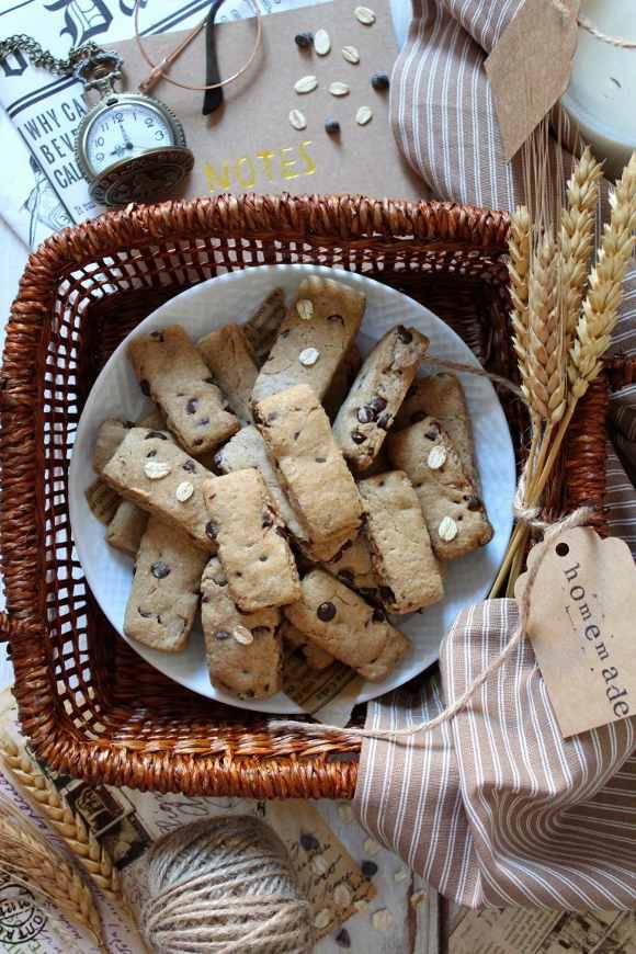 Biscotti simil fattiincasa Di Leo avena e orzo con gocce di cioccolato vegan