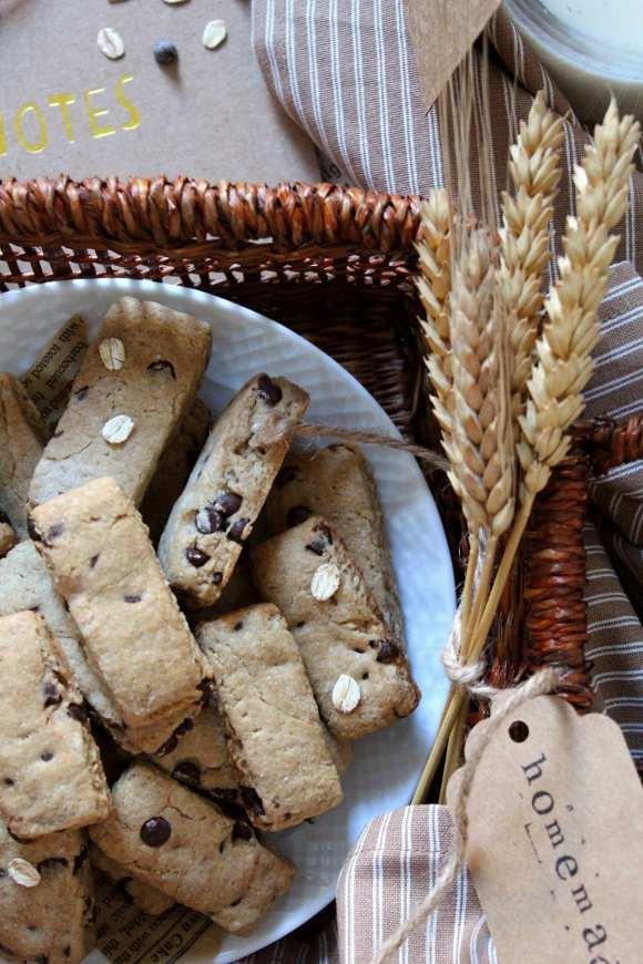 Biscotti simil Di Leo avena e orzo con gocce di cioccolato vegani
