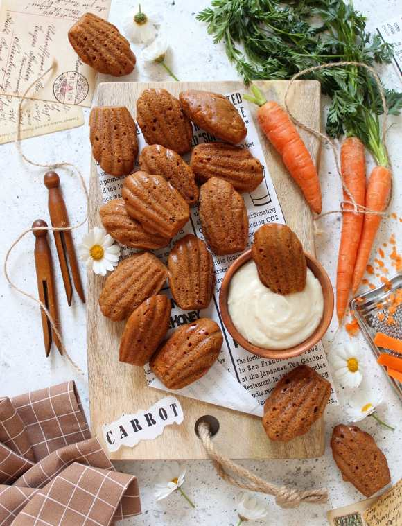Madeleine carrot cake con crema al formaggio vegan
