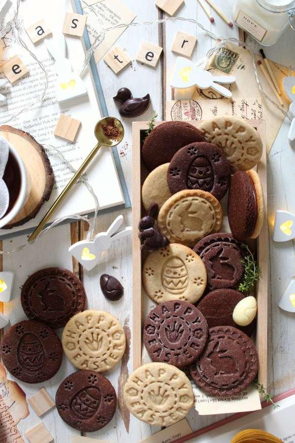 Biscotti con timbro a tema Pasquale vaniglia e cacao