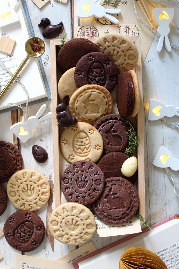 Biscotti con timbro vaniglia e cacao senza uova senza burro