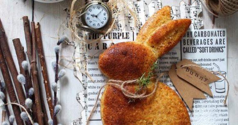 Torta a forma di coniglio con carote senza uova