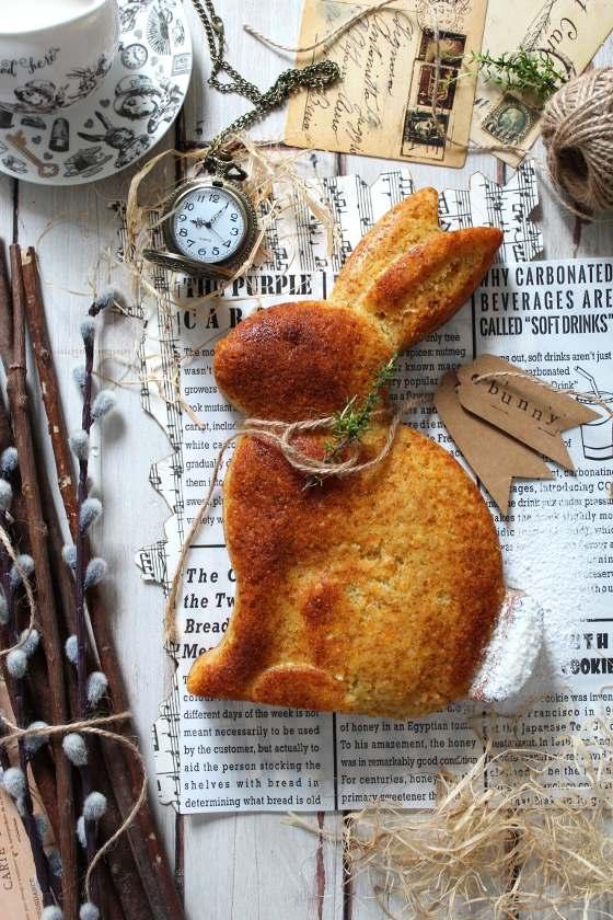 Torta a forma di coniglio con carote e mandorle senza uova