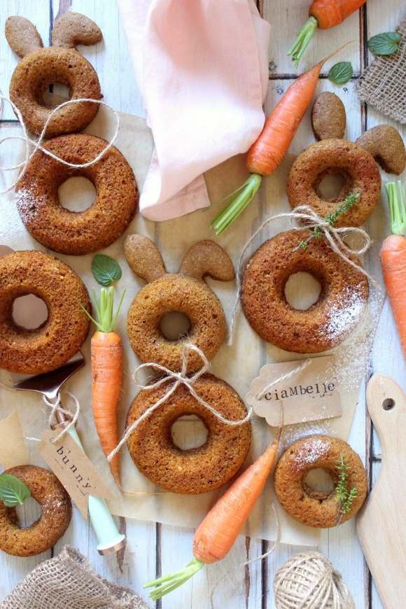 Ciambelle a forma di coniglietto alle carote senza uova