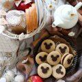 Sandwich cookies con decorazioni a forma di Topolino Mickey Mouse senza uova senza burro