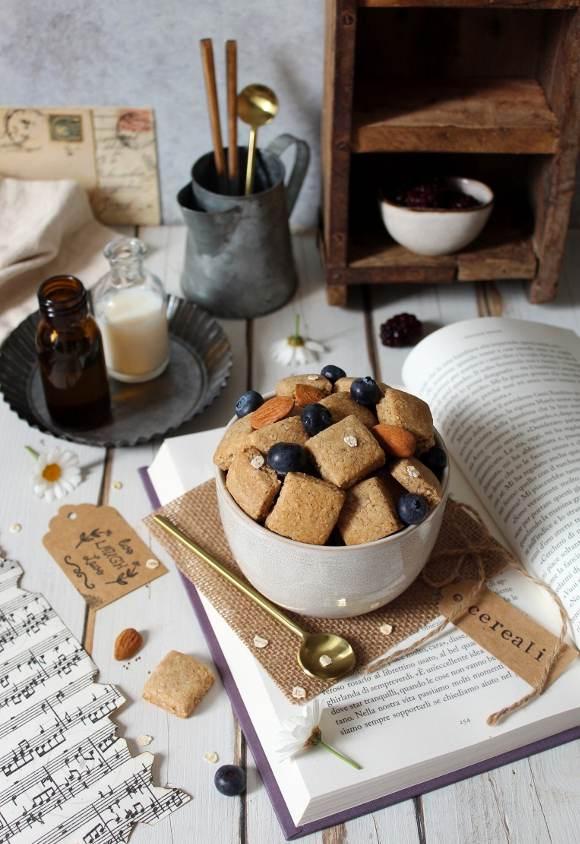 Cereali fiocchi d'avena mandorle con burro di nocciole e sciroppo d'acero vegan