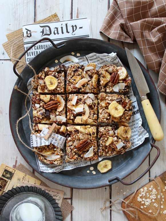 Barrette quadrate datteri miele noci pecan cioccolato fondente senza lunghi tempi di cottura