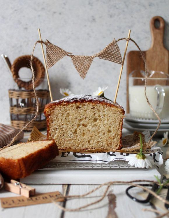 Hot milk sponge cake: Plumcake al latte caldo con burro di anacardi e yogurt greco senza uova