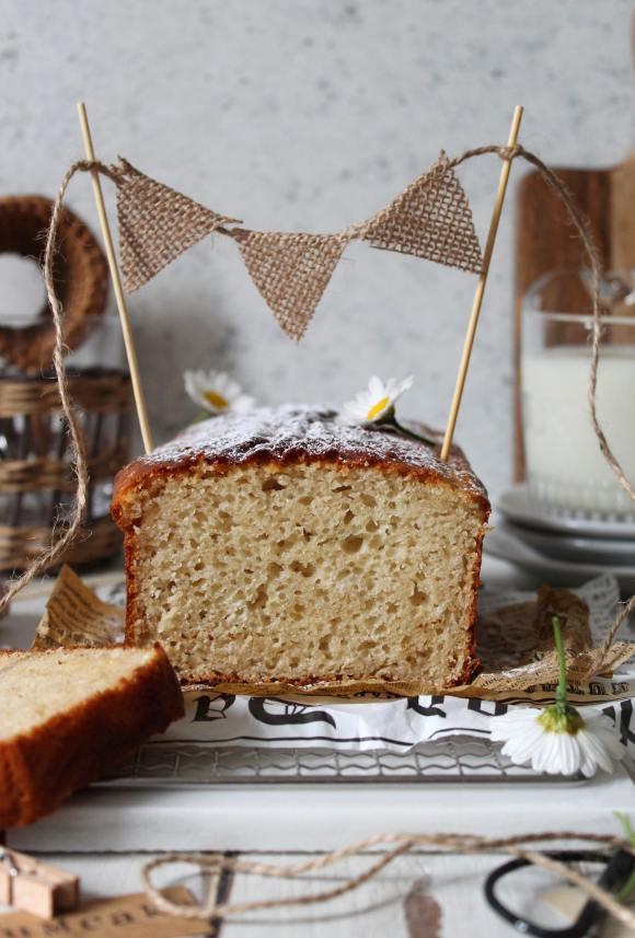 Hot milk sponge cake: Plumcake al latte caldo con burro di anacardi e yogurt greco