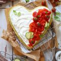 Torta salata Sheet cake alle zucchine senza uova con crema al formaggio