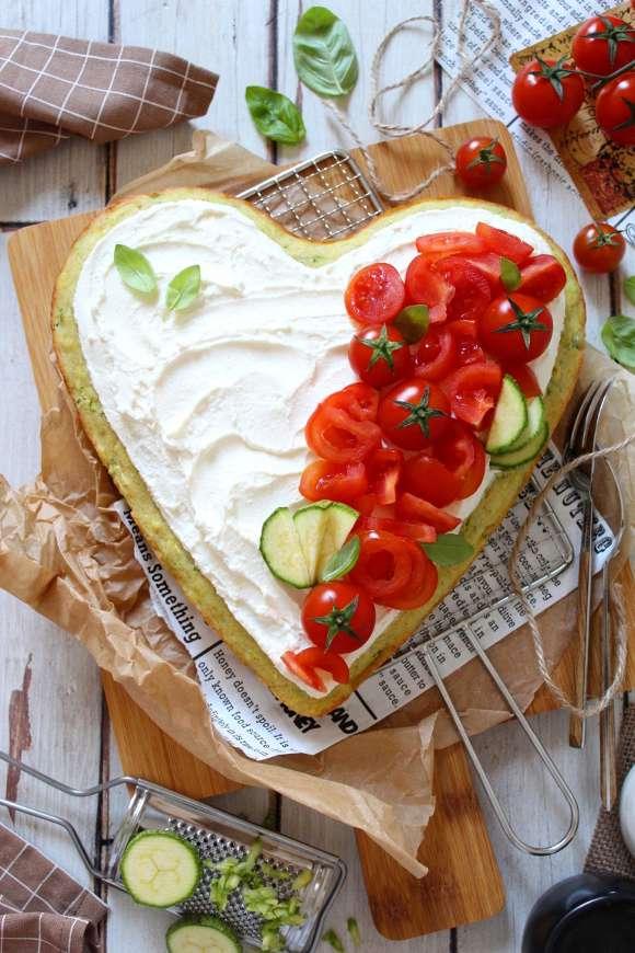 Torta Sheet cake alle zucchine senza uova con crema al formaggio