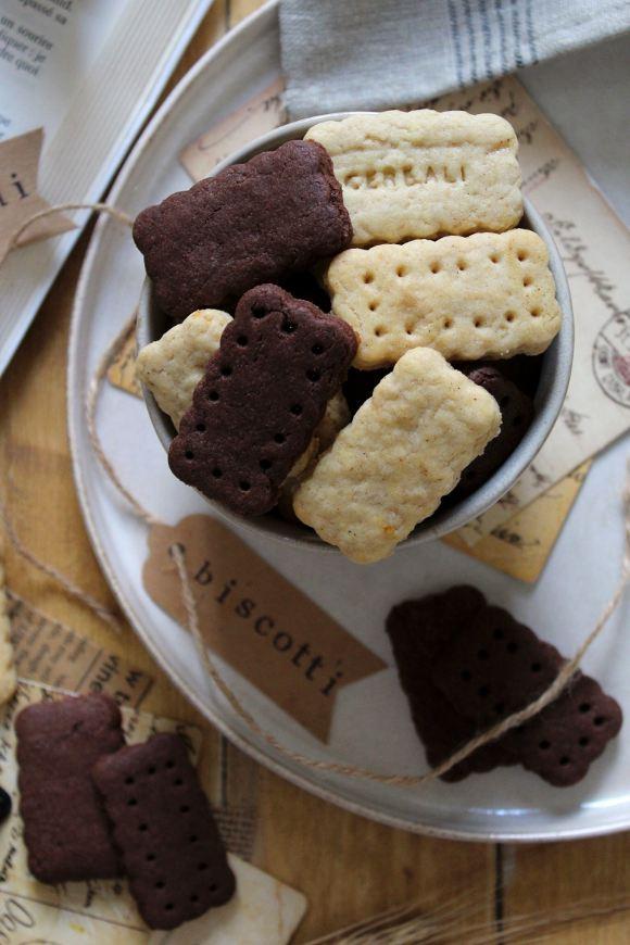 Cereali vaniglia e cacao a forma di frollini senza uova senza burro