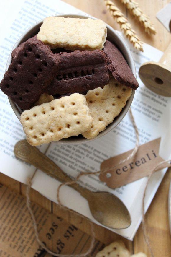 Cereali vaniglia e cacao a forma di frollini all'acqua