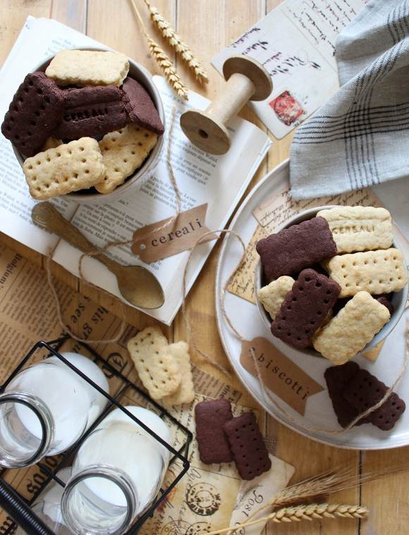 Cereali vaniglia e cacao a forma di frollini all'acqua senza uova senza burro