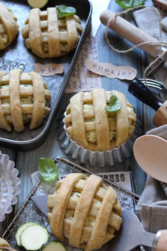 Biscotti pie cookies salati con formaggio spalmabile e zucchine