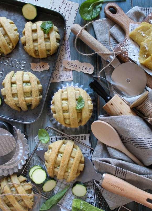 Biscotti pie cookies salati con formaggio spalmabile e zucchine all'olio evo senza burro