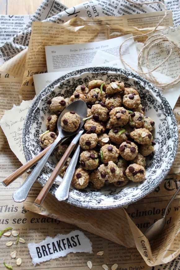 Cereali avena zucchine mandorle e gocce di cioccolato vegani