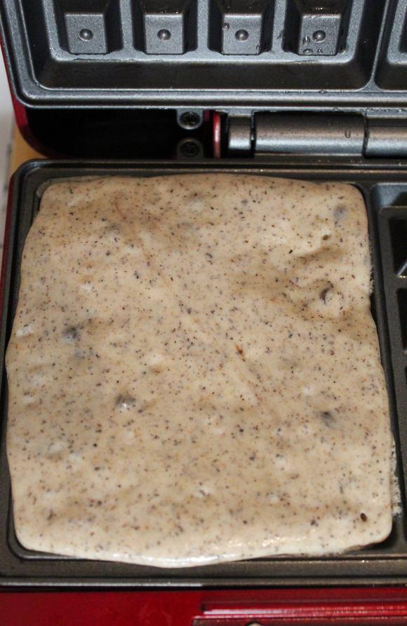 cottura nella piastra: Waffles ovali al grano saraceno e gocce di cioccolato vegani