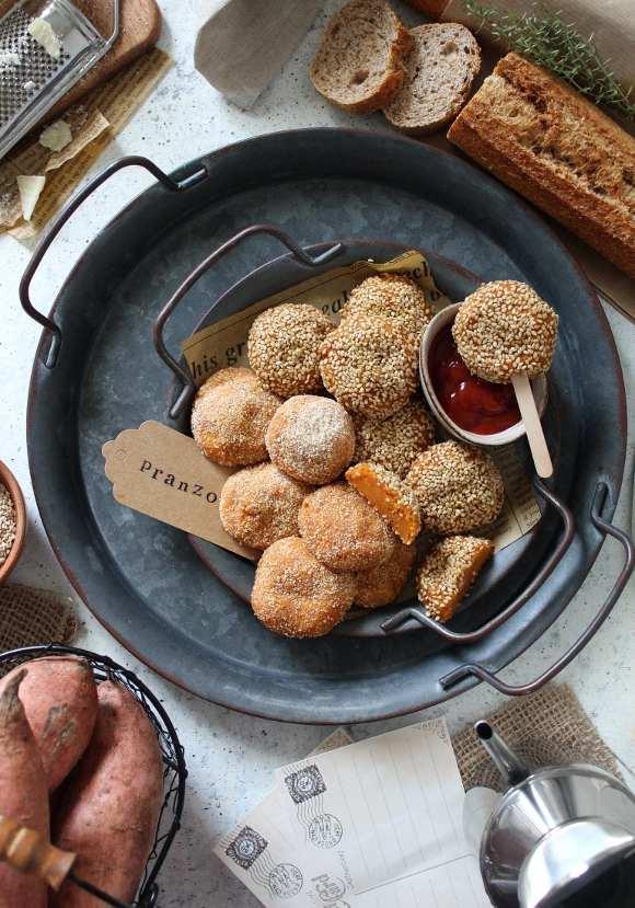 Crocchette di patate dolci al forno con formaggio grattugiato