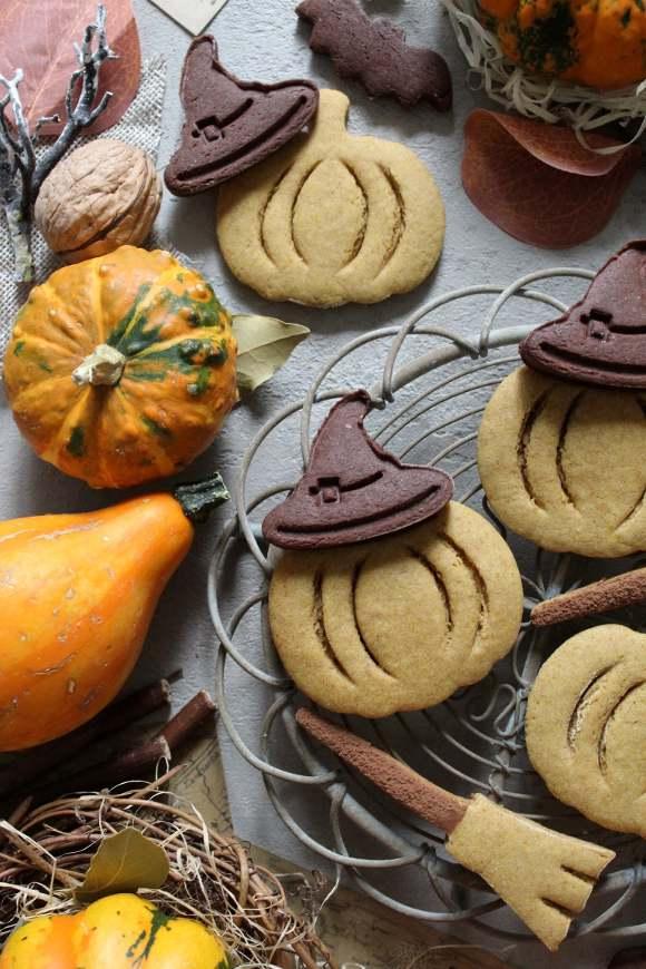 Biscotti a forma di zucchetta alla zucca di halloween senza uova senza burro