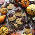 Biscotti a forma di zucchetta di halloween senza uova senza burro