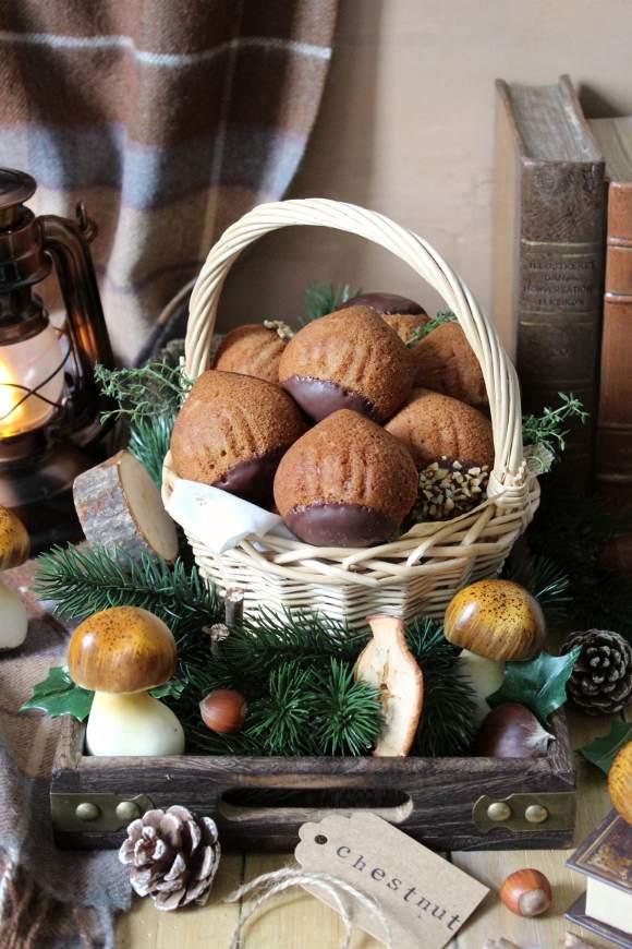 Tortine a forma di castagne con frutta secca farina di castagne cannella
