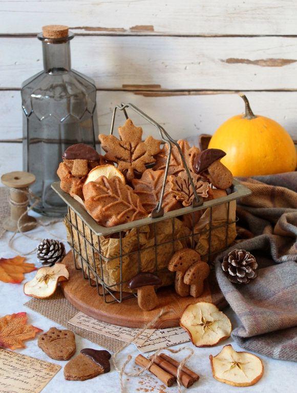 Tortine a forma di foglie con farina di castagne e sciroppo d'acero vegan