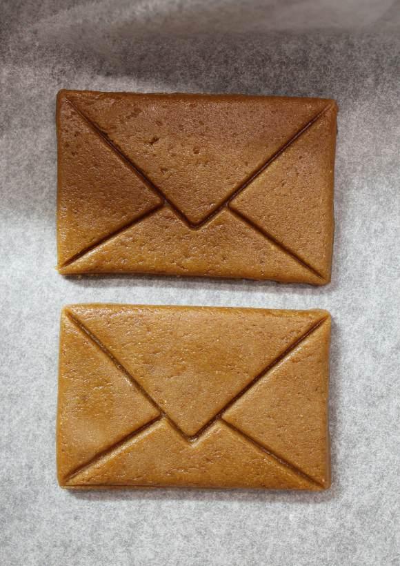 preparazione Biscotti pan di zenzero a forma di lettera senza uova senza burro