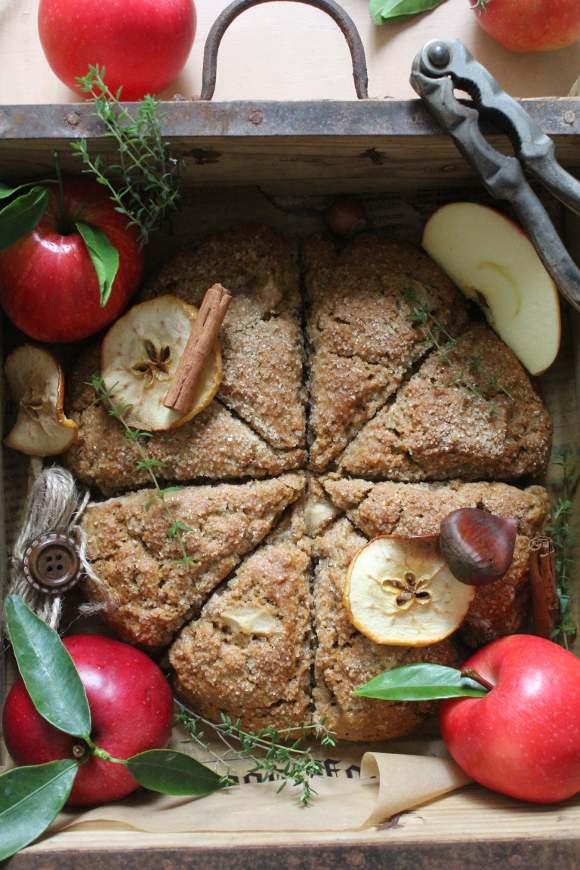 Scones con mele purea di mela castagne e nocciole vegan