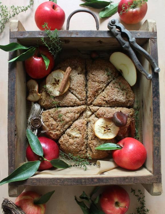 Scones con mele purea di mela castagne e nocciole senza burro