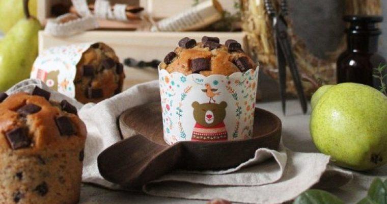 Muffins con purea di pera nocciole e gocce di cioccolato senza uova senza burro
