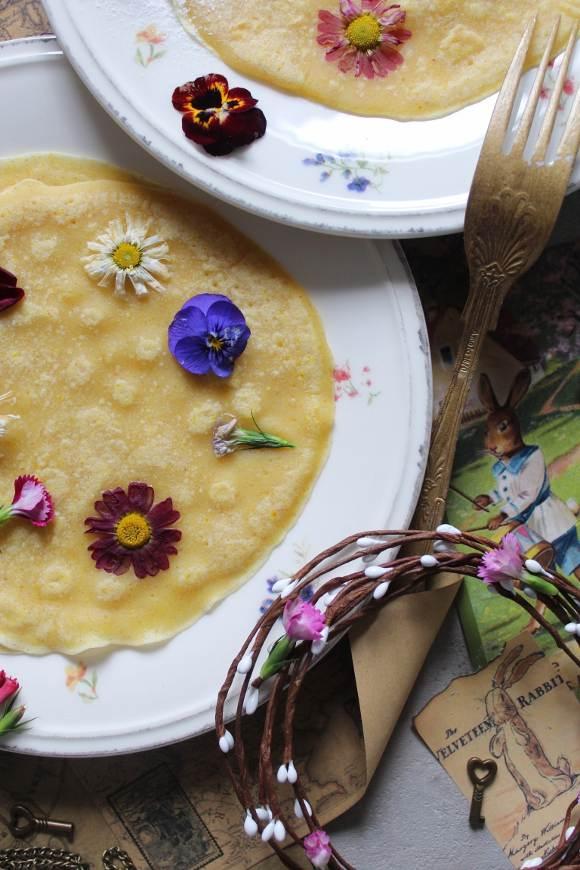 Crepes con fiori eduli vegan