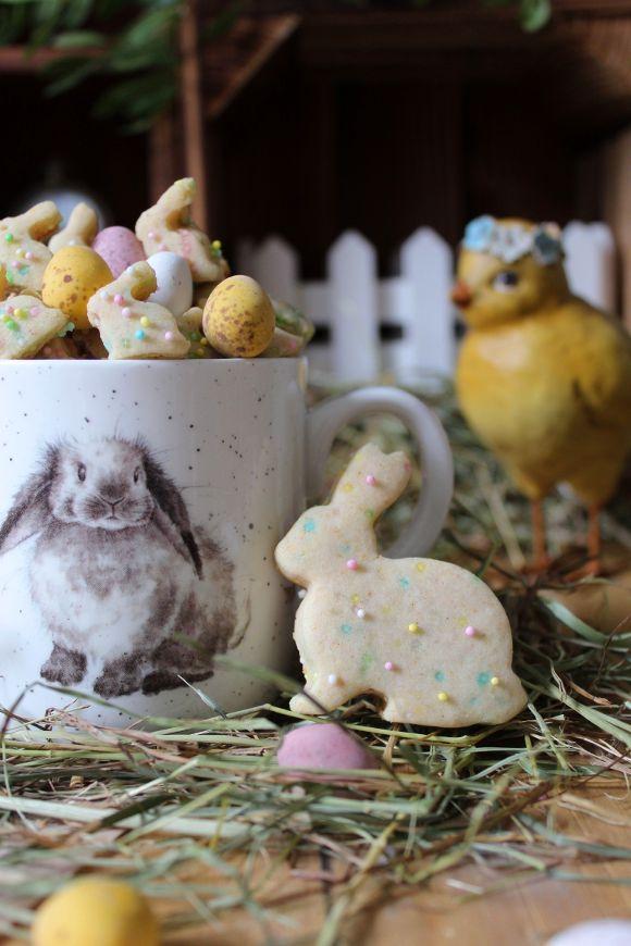 Cereali coniglietto di Pasqua con confettini di zucchero colorati