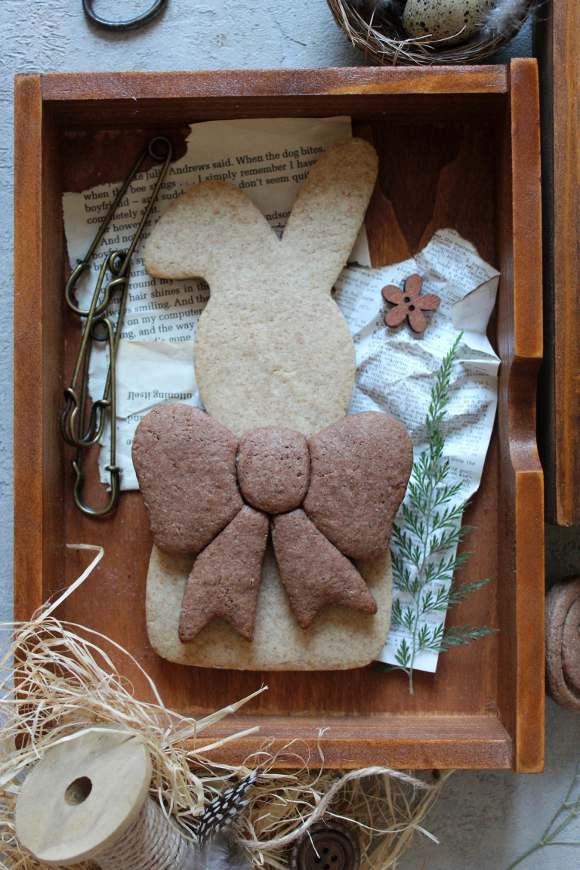 Biscotto a forma di coniglietto in formato maxi cannella e cacao senza uova senza lattosio senza burro