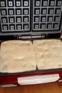 cottura Waffles salati formaggio e al doppio concentrato di pomodoro senza uova