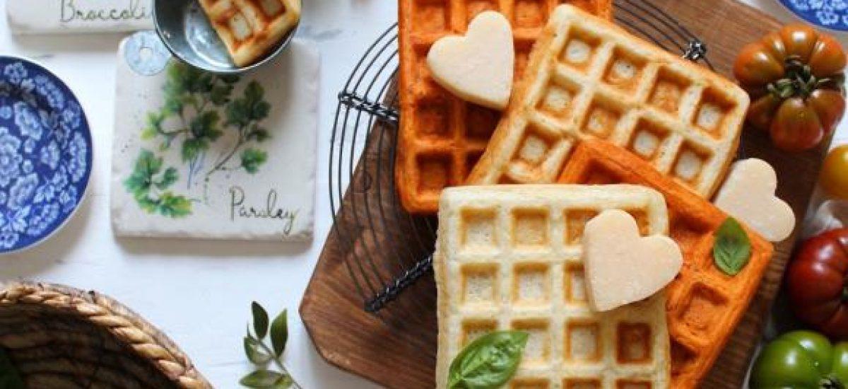 Waffles salati formaggio e al doppio concentrato di pomodoro senza uova