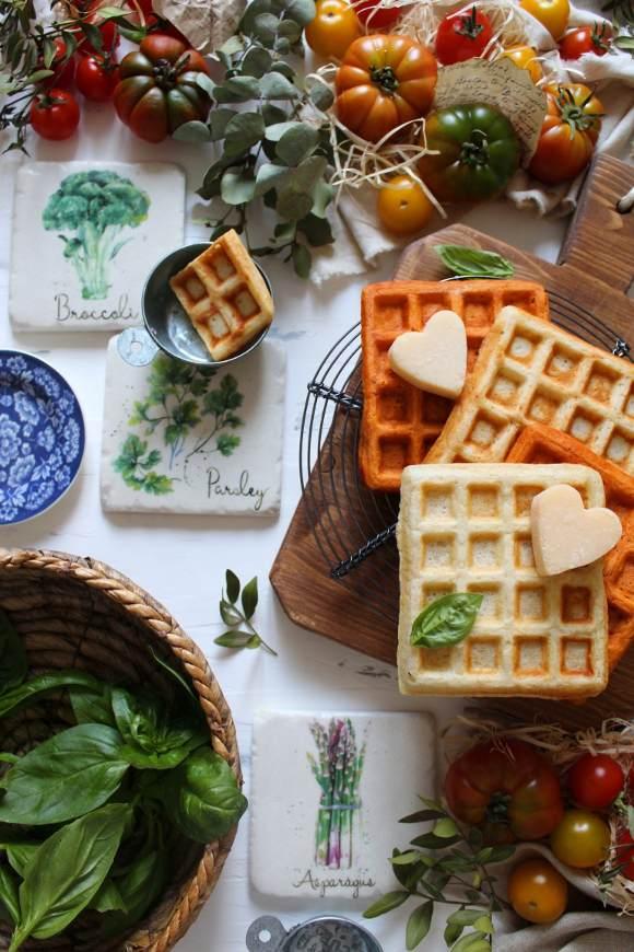 Waffles formaggio e al doppio concentrato di pomodoro