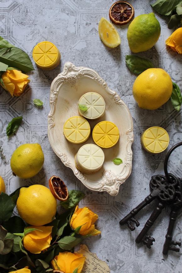 Crostatine di limone con cioccolato bianco e marmellata di limone senza uova senza burro