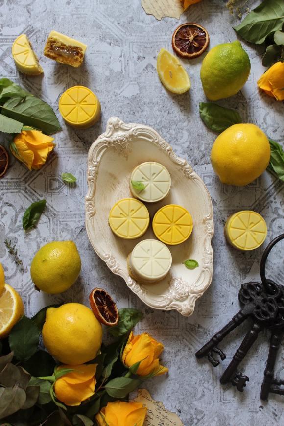 Crostatine a forma di limone con cioccolato bianco e marmellata di limone