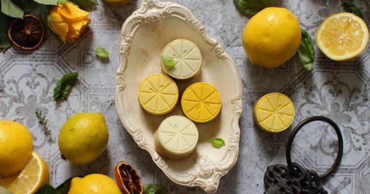 Crostatine a forma di limone con cioccolato bianco e marmellata di limone senza uova senza burro