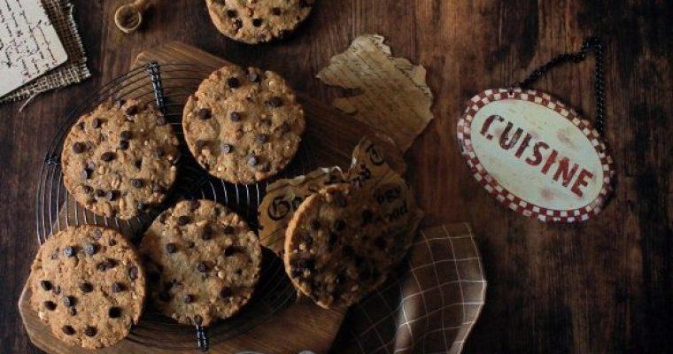 Cookies farina di orzo gocce di cioccolato e orzo soffiato con latte senza lattosio senza uova senza burro