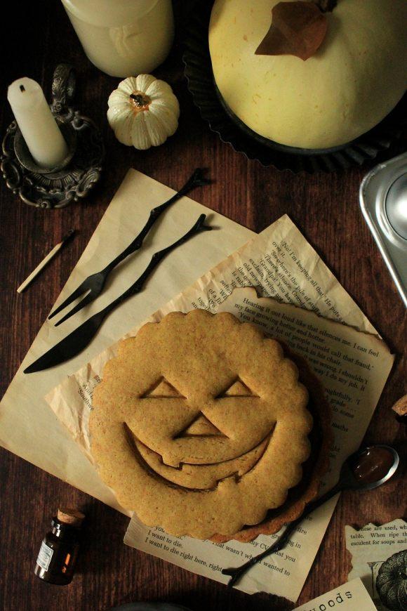 Biscotto gigante alla zucca di halloween senza uova senza burro