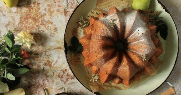 Ciambella con farina di orzo purea di pera e gocce di cioccolato senza uova senza burro
